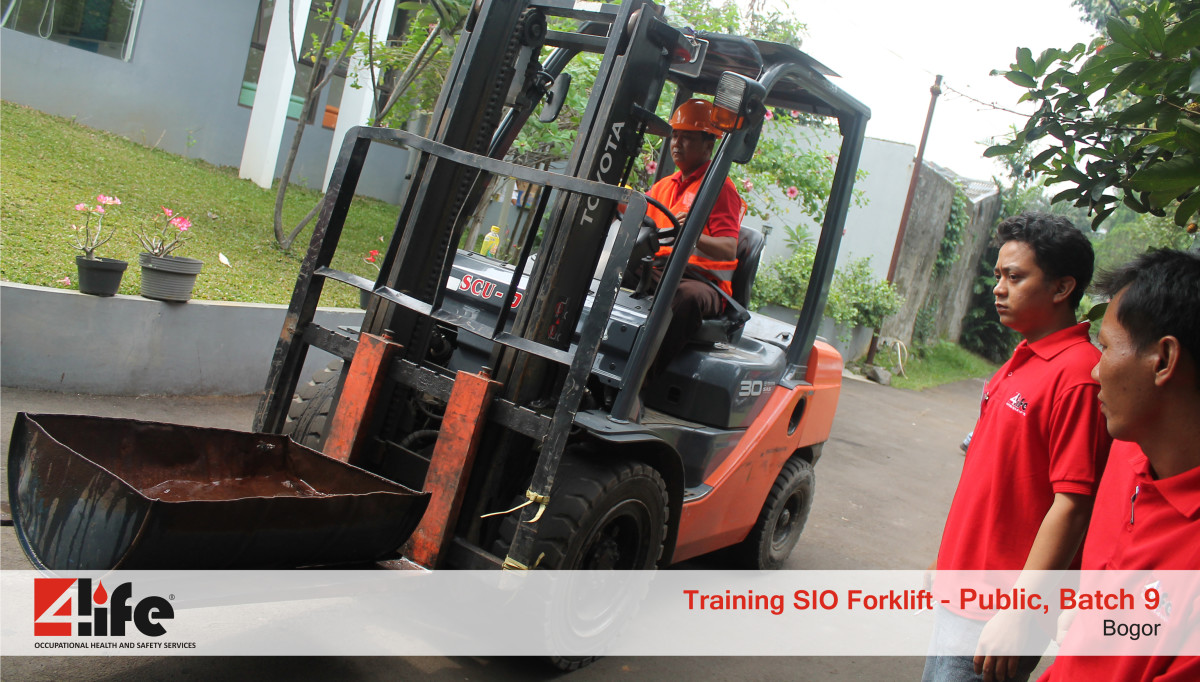 Training Sertifikasi Operator Forklift di Cibinong Center Industrial Estate